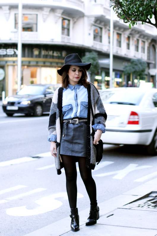 Denim_Shirt_Vintage-leather_Skirt-Iskoa_Hat-Street_Style-Outfit-1