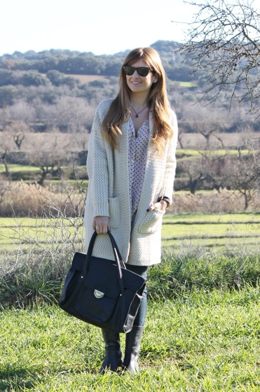 look-fashion-outfit-street_style-cardigan-dots-rayban-a_trendy_life3-1